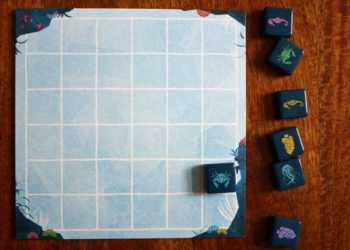 Erster Spielzug des Farbensammlers - der Spieler legt einen blauen Krebs an den Rand.