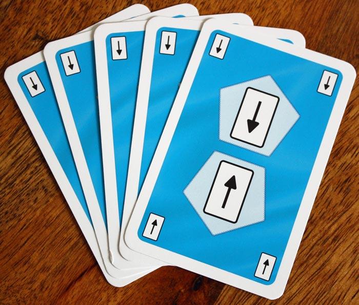Karten ziehen in Auruxxx® - eine Karte von einem Mitspieler verdeckt ziehen.