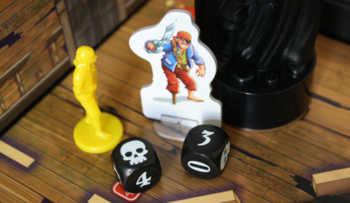 Piraten wollen das Schiff kapern.