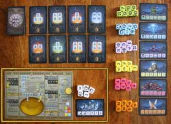 Der Ciúb Spielaufbau (gelb umrandet ist das Spielerzubehör)
