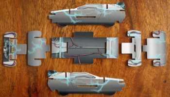Rückseite der DeLorean-Bauteile.