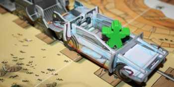 Ein Bandit nutzt den DeLorean.