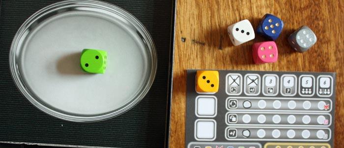 Der erste Wurf. Der Spieler entscheidet sich für die gelbe 3.
