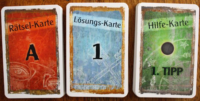 Der Kartenstapel wird vorsichtig getrennt.