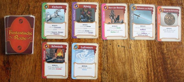 Der Spieler hat die Wahl: neue Karte vom Nachziehstapel oder aus der Auslage?