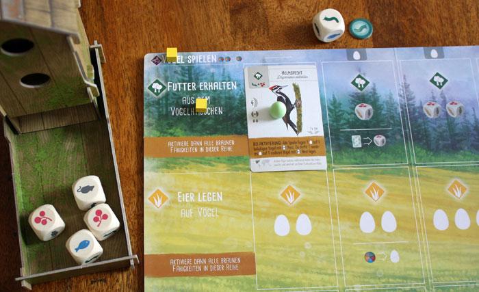 Der Spieler aktiviert die Zusatzaktion des Vogels.
