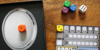 Der erste Wurf. Der Spieler entscheidet sich für die gelbe 2.