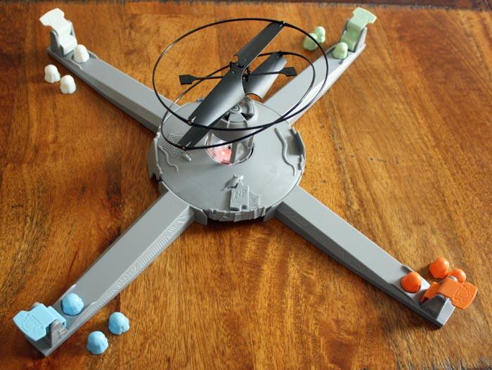 Die aufgebaute Basis samt Drohne, Rampen und Geister.