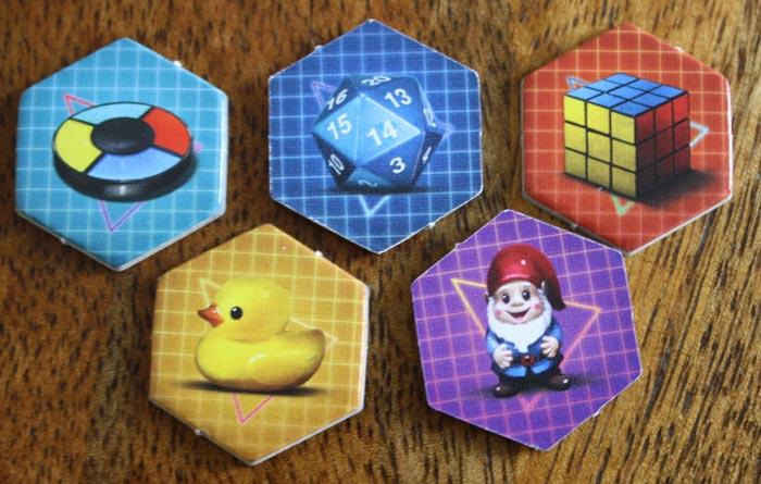 Die Objekt-Plättchen helfen den Spielern.
