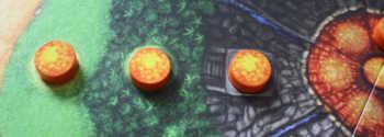 Spieler Rot und Gelb verlieren jeweils eine Statue.