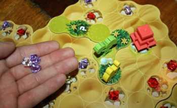 Der Spieler erhält drei Juwelen für seine Arbeit.