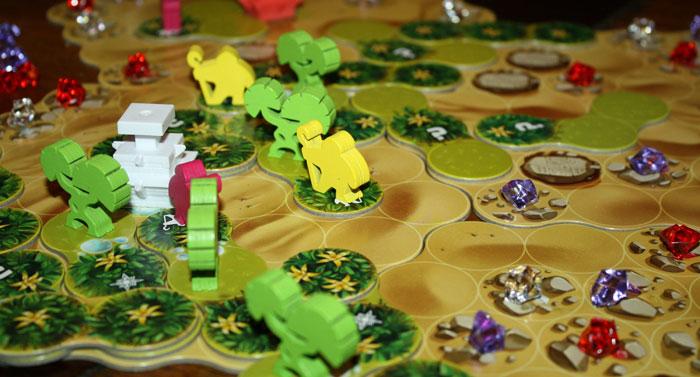Die Helfer sichern den Spielern den Besitz der Blumenbeete.