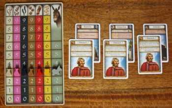 Spielertableau und Kartendeck bei Spielbeginn.