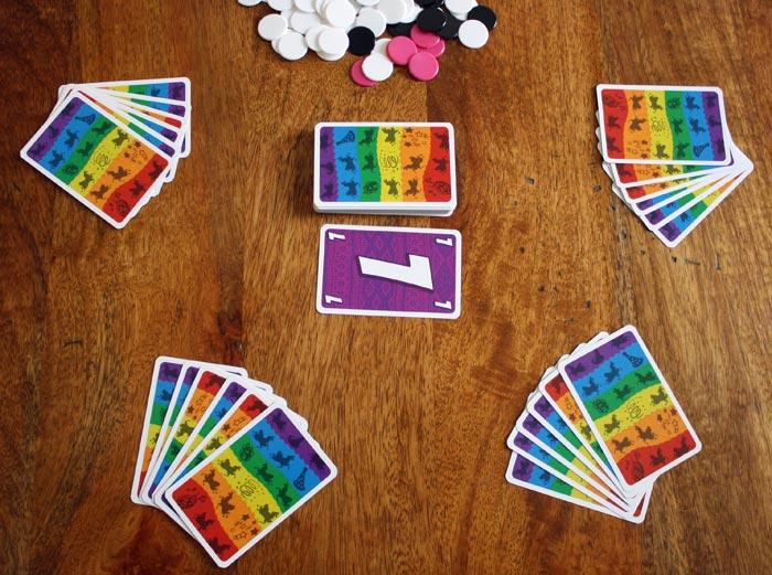 Spielaufbau der L.A.M.A. Party Edition für 4 Spieler.