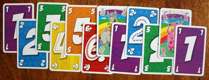 Die Zahlenreihenfolge beim Ablegen inklusive der neuen Pluskarten und dem Party-Lama.