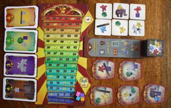 Spielaufbau für die erste Meeple Circus Vorstellung mit vier Spielern.