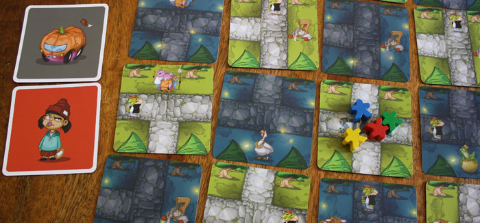 Der gelbe Spieler ist an der Reihe und hat darf nur dunkle Waldkarte im Memorinth drehen.