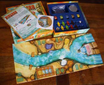 Spielzubehör von Niagara - Selbst der Kartondeckel und -boden werden zum Spielen genutzt.