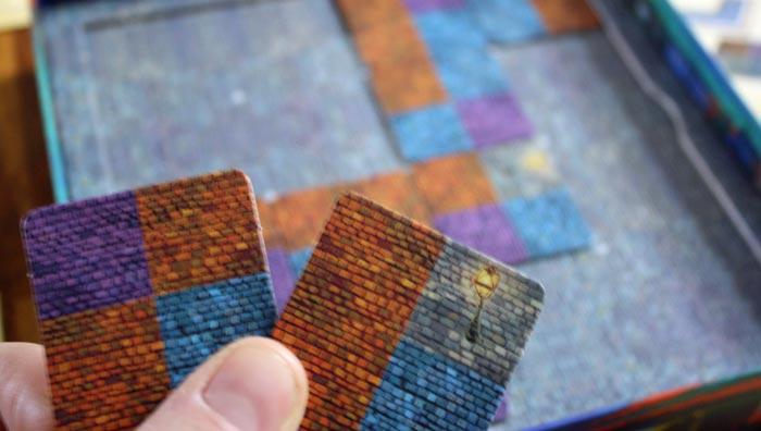 Die unterschiedlichen Felder auf den Plättchen: Spielerfarben, neutrale Gebiete und Laternen.