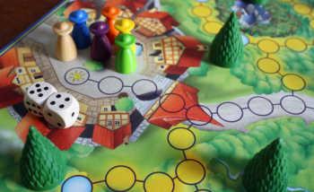 Die Spieler starten ihre Reise im Dorf.