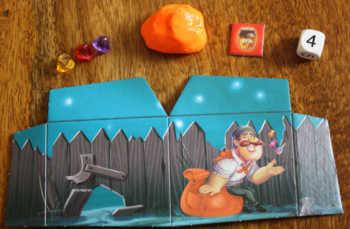 Das Spielzubehör des orangenen Schmugglers.