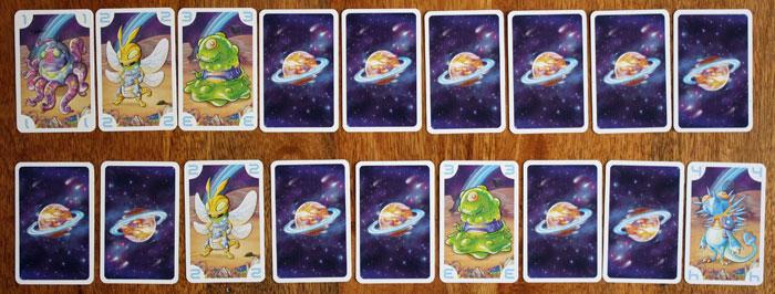 Zwei mögliche Kartenreihen vor dem Spielstart.