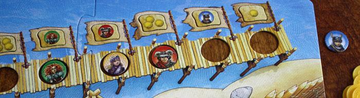 Der blaue Wikinger fällt vom Steg - die Wertung erfolgt.