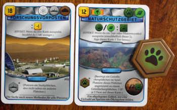 Zwei blaue Projektkarten aus Terraforming Mars.