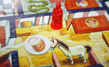 Das Pferd möchte Brot haben.