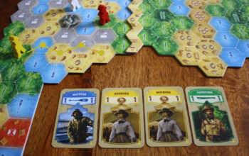 Spieler gelb zieht vier Felder weiter.
