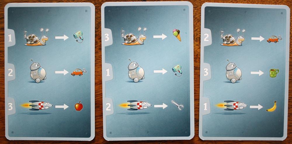 Die Rückseite der Streckenkarten. Jedes Fortbewegungsmittel hat eine eigene Nummer und ein eigenes Ziel.