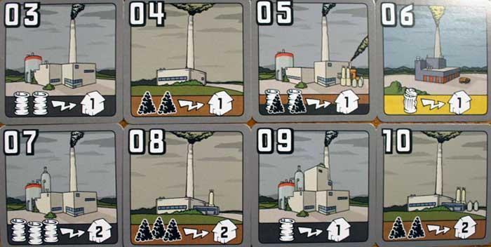 Im Kraftwerksmarkt kann man die oberen vier Karten kaufen, die untere Reihe gibt bereits Auskunft über die möglichen Kraftwerke der nächsten Runde.
