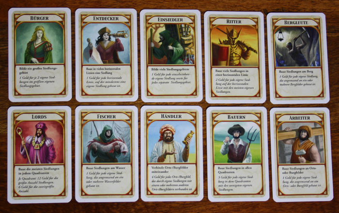 Die KIngdom Builder Karten bestimmen, welche Bedingungen erfüllt werden müssen, um bei der Schlusswertung möglichst viele Siegppunkte zu sammeln.