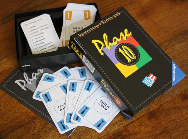 Phase 10: Spielzubehör zum Kartenspiel.